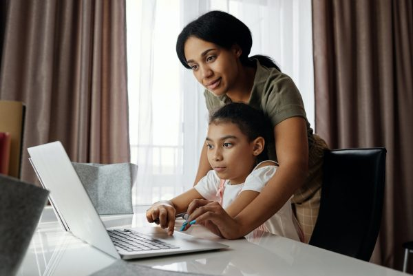 Mom with daughter and computer